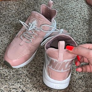 Light pink nike woman shoes